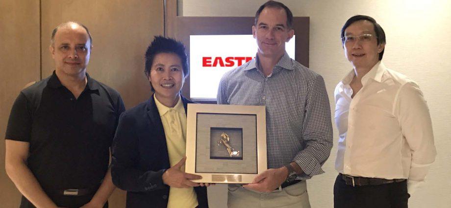 ลามิน่าพบ CEO อีสท์แมน เคมิคัล เตรียมแผนลุยตลาดฟิล์มกรองแสงเอเชียเต็มรูปแบบ