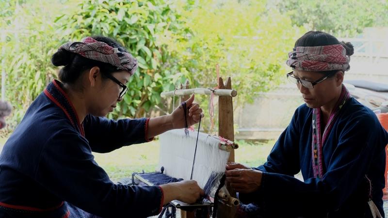 """บริติช เคานซิล ผุดโครงการ """"Crafting Futures"""" ดึงเสน่ห์ """"ผ้าทอไทลื้อ"""" ท้าทายภูมิปัญญาในยุคไอที"""